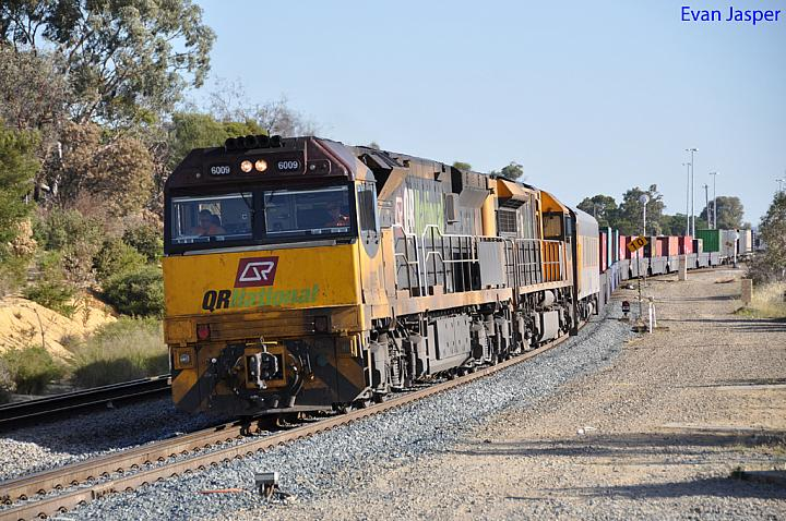 6009 and LDP004 on 2PM1 freighter at Forrestfield on the 29th November 2010