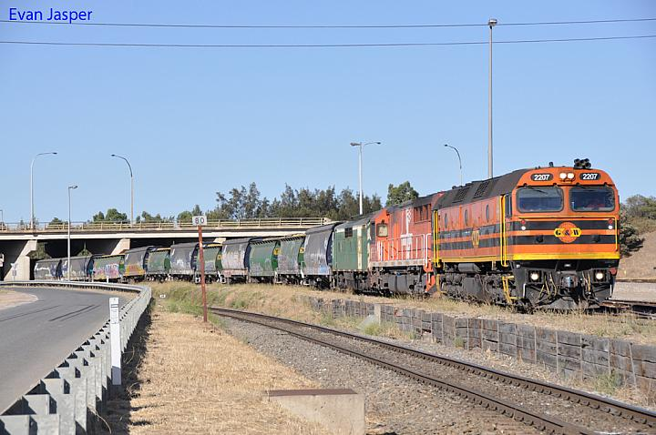 2207, FQ03 and GM40 on 5114 loaded grain train at Dry Creek on the 20th January 2013