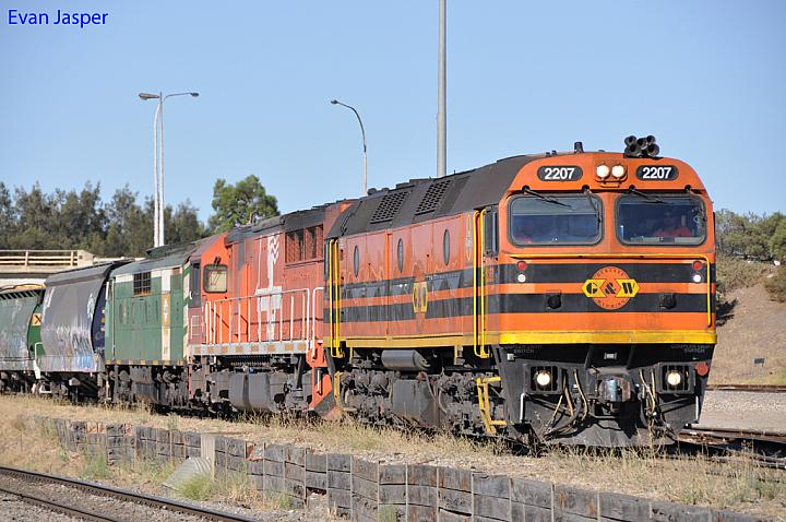 2207, FQ03 and GM40 on 5114 loaded grain train at Dry Creek Yard on the 20th January 2013