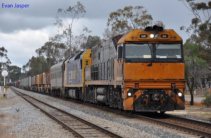 NR86 and AN7 on 4WP2 loaded steel train at Northam on the 4th September 2011
