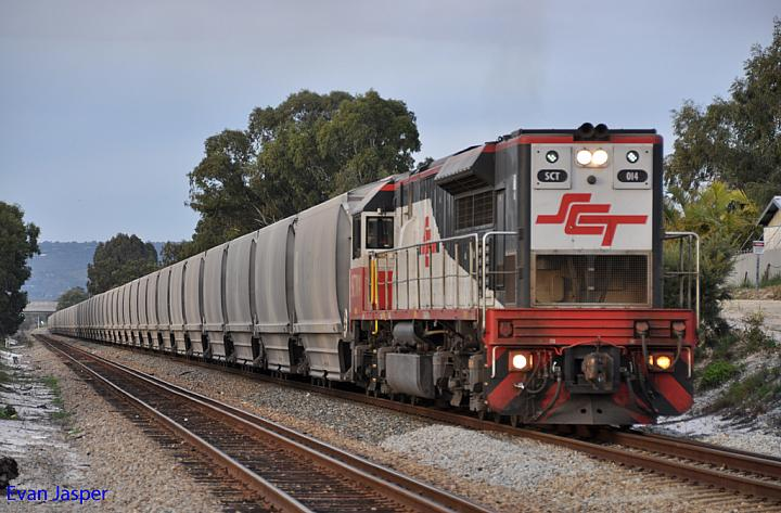 SCT014 on 6S56 loaded grain train at Thornlie on the 24th August 2012