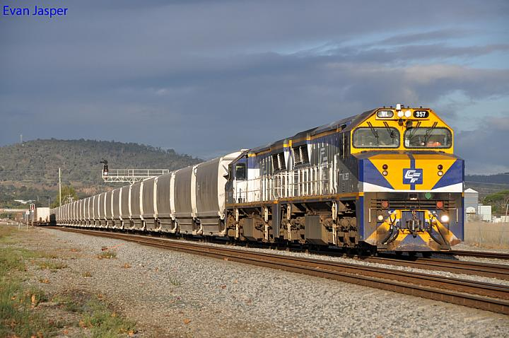 VL357 and VL361 on 4WG2 loaded grain train at Midland on the 9th May 2012