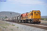 AB1504 and P2517 on 6302 loaded grain train at Midland on the 30th March 2012