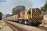 DAZ1906 and DAZ1905 on 6304 loaded grain train at Thornlie on the 30th March 2012