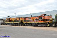 851 and 850 sits at Wadinna ready to depart with 2CG2 grain train on the 13th April 2015