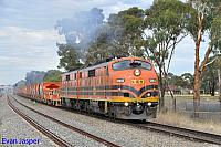 GM43 and GM42 on 1M21S loaded ballast train see here powering though Parafield Gardens (SA) on the 14th April 2015