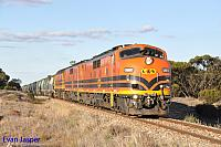 GM43, GM42 and 2216 on 3142S grain seen here powering though Koroonda (SA) on the 9th April 2015